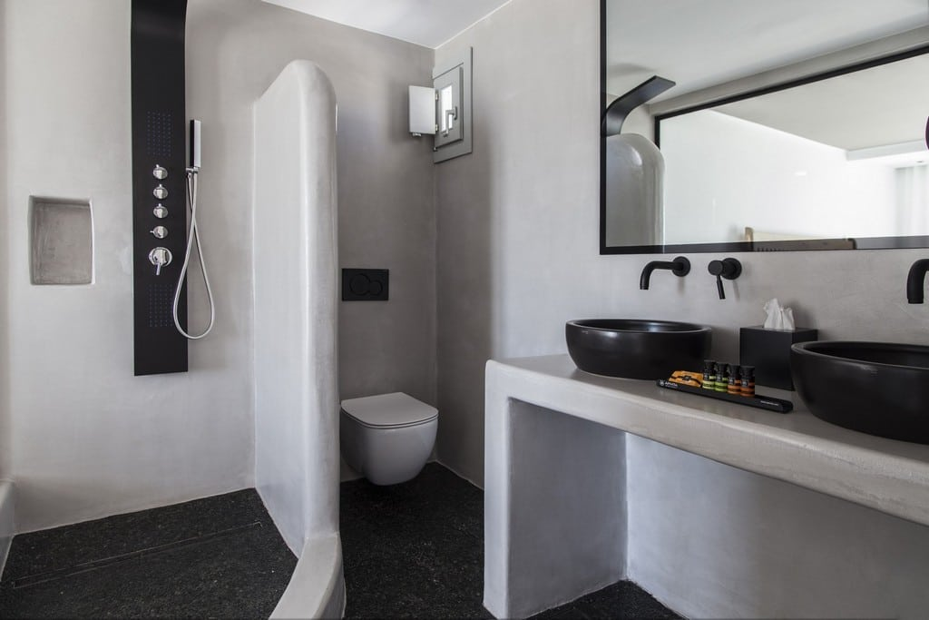 Design Maisonette with Jacuzzi - Shower Area