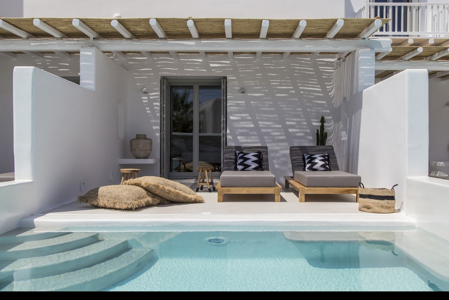 Junior Suite with Private Pool – Swimming Pool